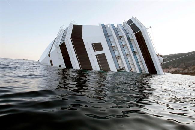 Costa Concordia @ Isola del Giglio | Jan. 14, 2012 (2/3)
