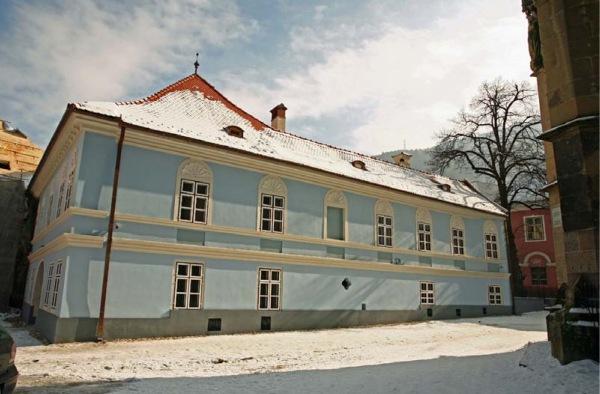 Blue House Brasov_Pagina_01