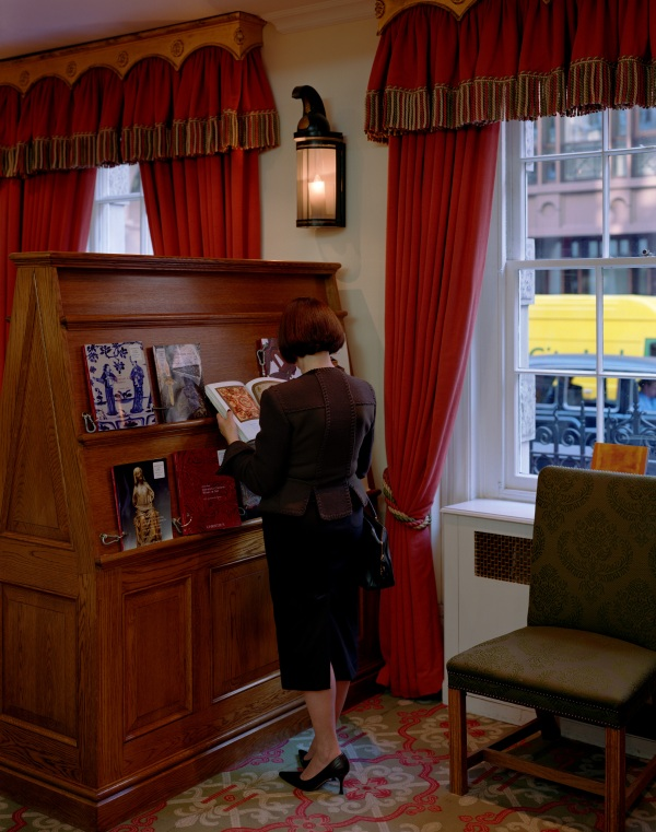 Jeff Wall, A woman consulting a catalogue, 2005, lightbox 148 x 116.6 cm, Courtesy of the artist